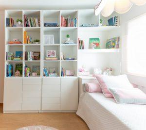 como decorar uma estante